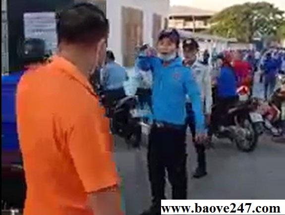 bảo vệ đánh công nhân